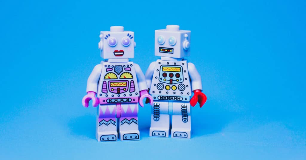 Hva er SEO? Disse to robotene kan ikke svare deg på det.